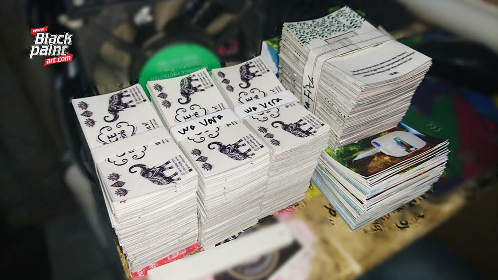 Ada banyak tempat yang menyediakan jasa cetak sticker di Pekanbaru, salah satunya adalah Blackpaint Art.